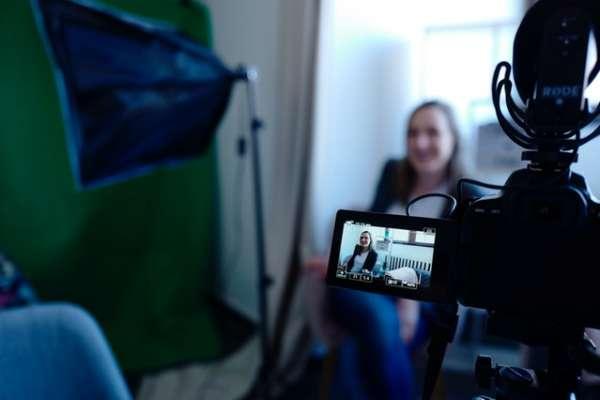 filming of an actress